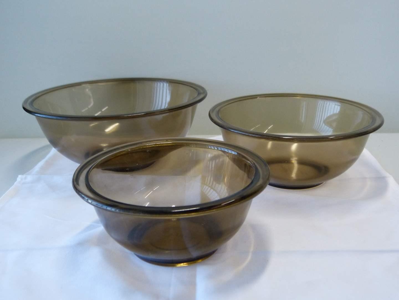 Lot # 90  3 stacking mixing bowls Pyrex smokey topez (main image)
