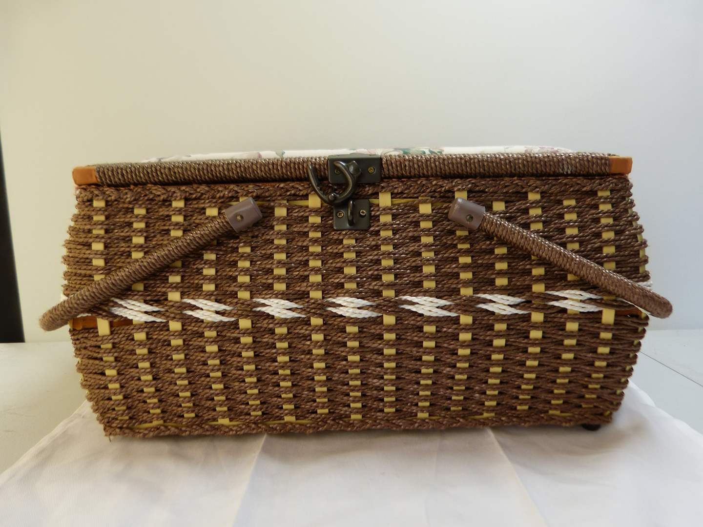 Lot # 142  Great basket weave like new sewing basket (main image)