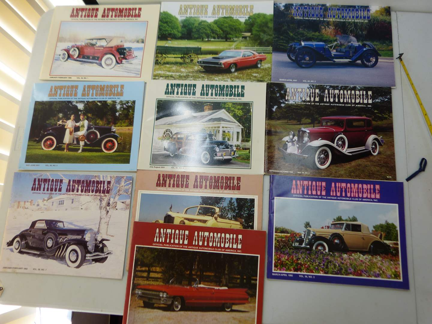 Lot # 154   Large lot of Antiq ue Automotive magazines (various issues) GREAT condition (main image)