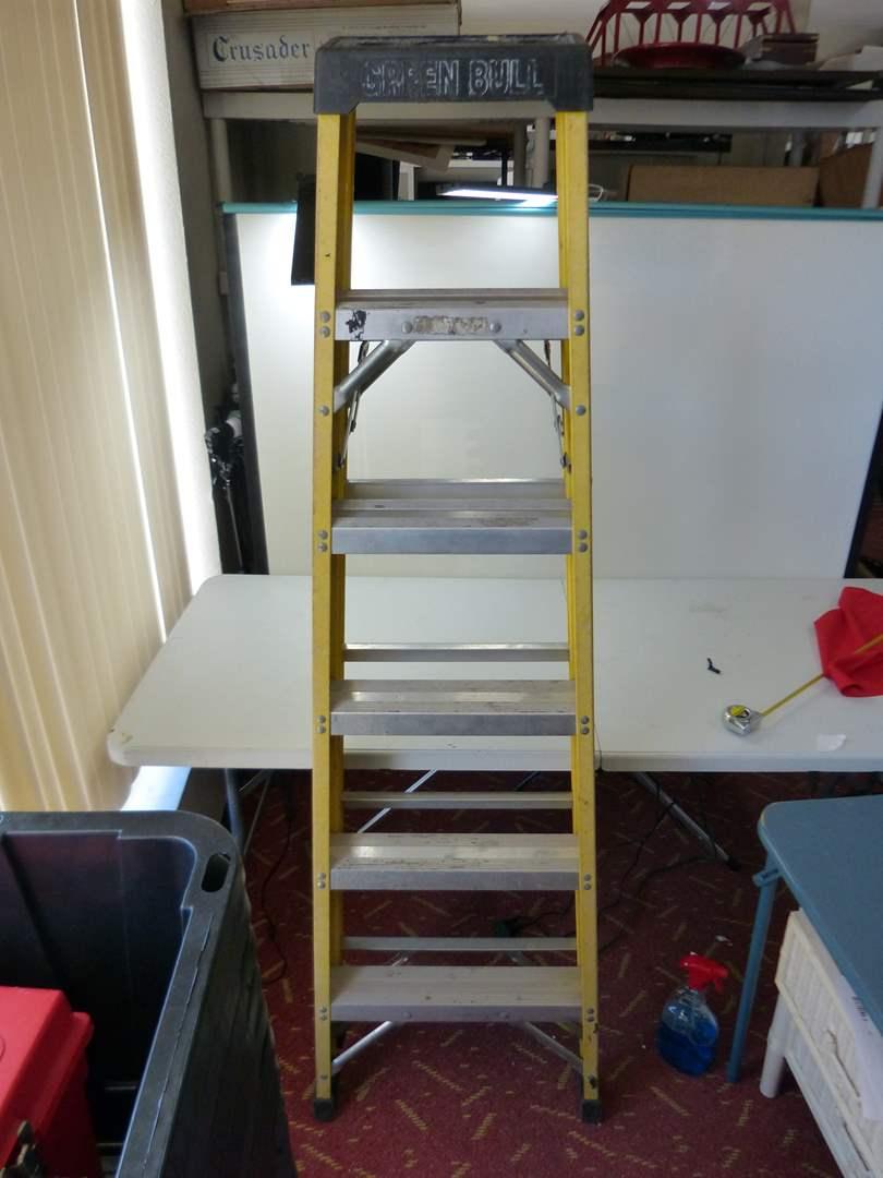 Lot # 167  6' ladder green bull light weight (main image)