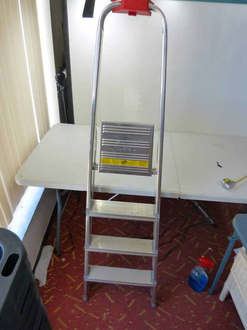 Lot # 171  3 step Kwikkie ladder with tray super lightweight (main image)