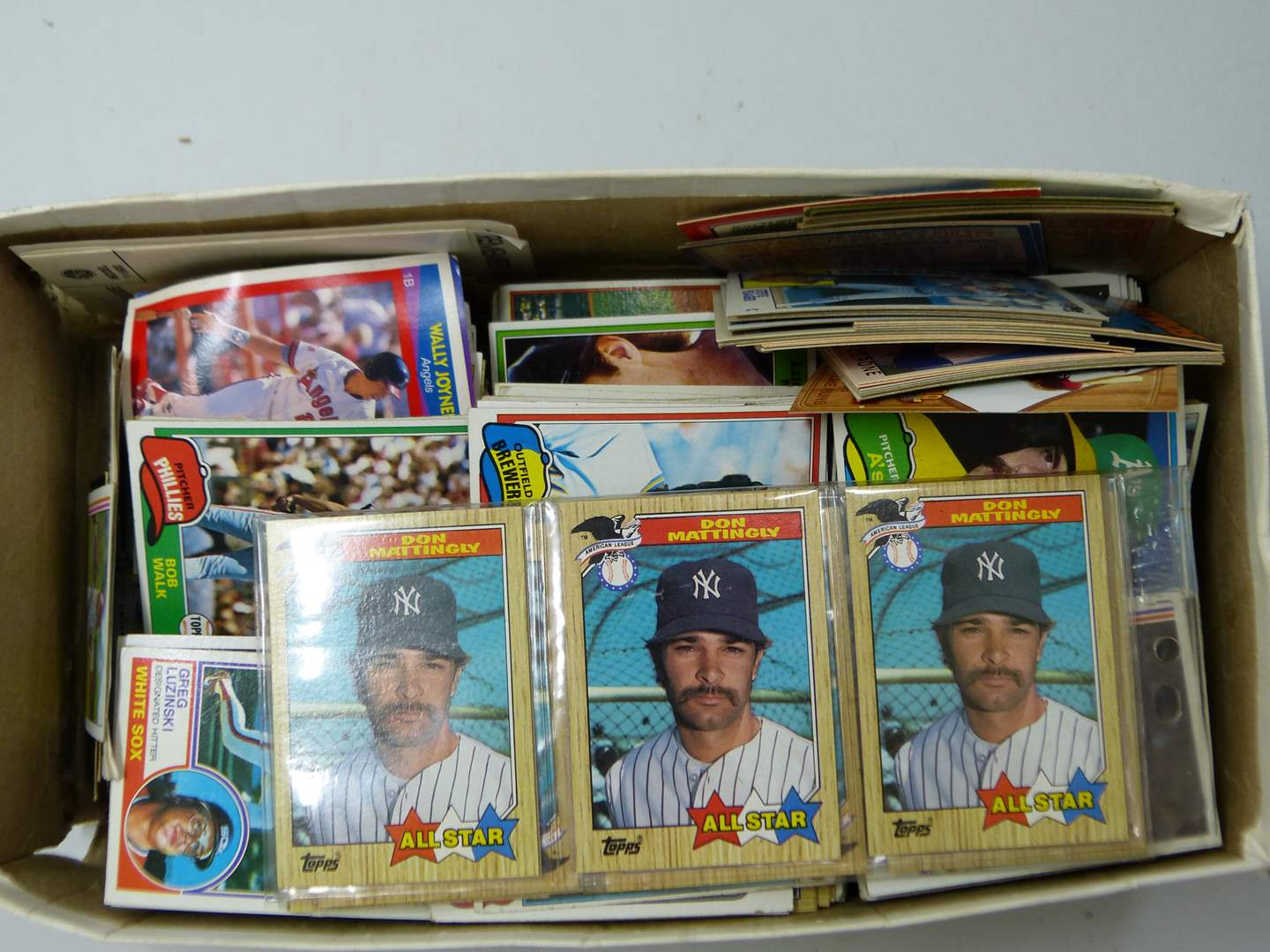 Lot # 213  Great LARGE lot of sports cards (main image)