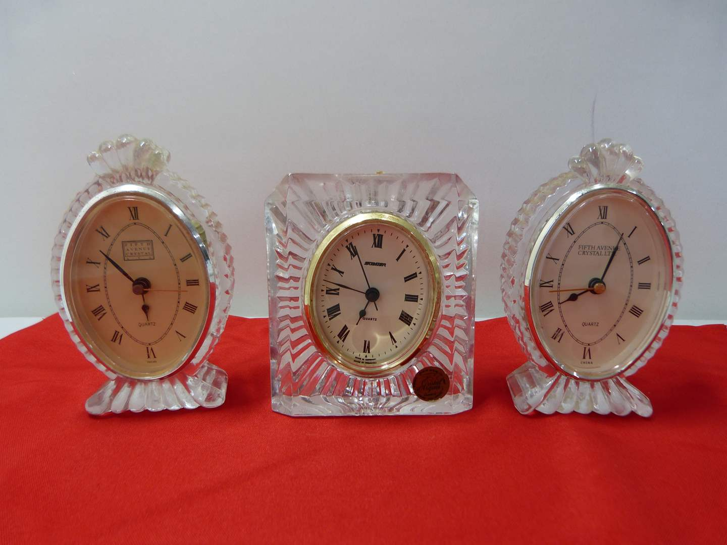 Lot # 251  Collection of vintage crystal clocks (main image)