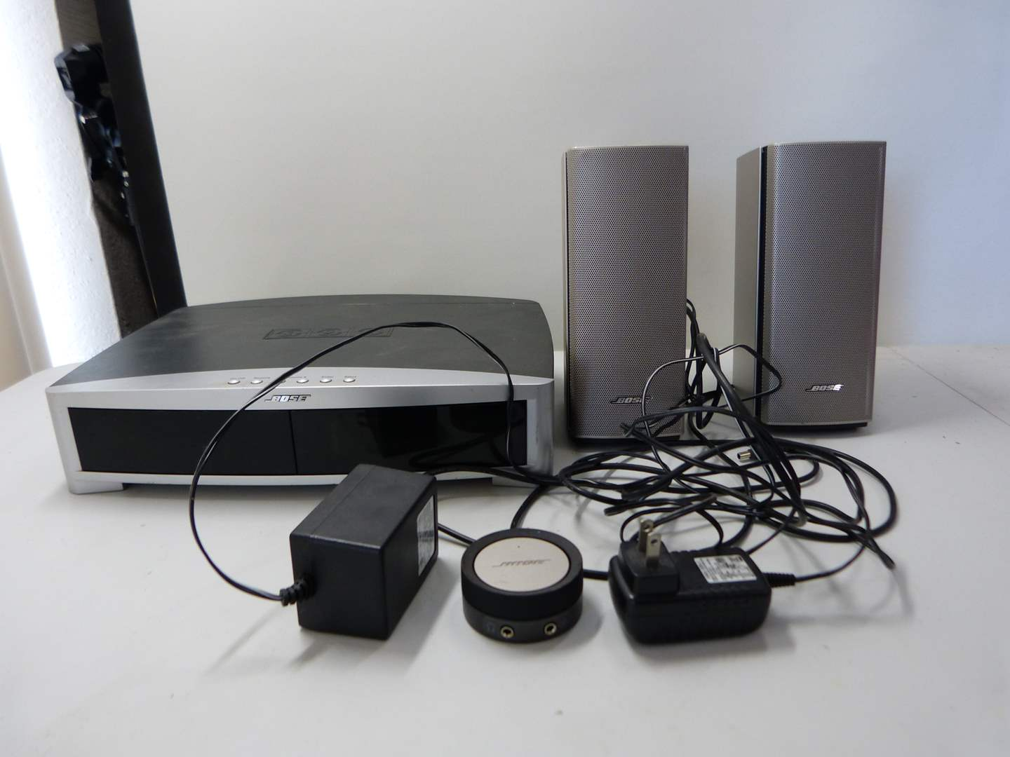 Lot # 254  Great and working perfectly Bose Model AV-3-2-111 Media center (main image)