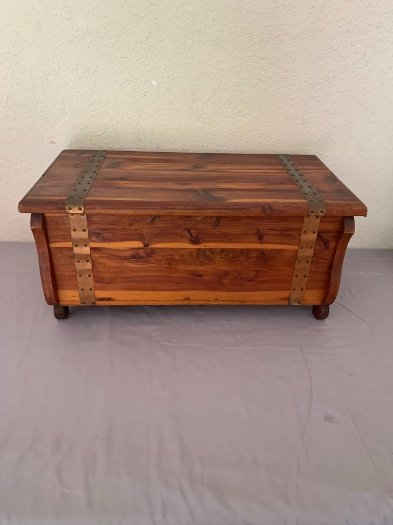 Lot # 3 Very Clean Sweet Size Cedar Chest. Beautiful Condition