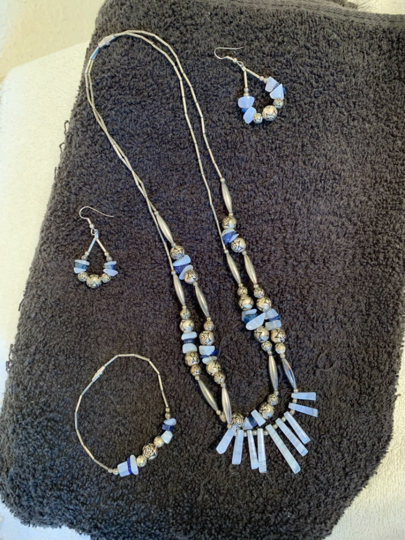 Lot # 102 Very Nice Matching Lot Of Wearable Jewelry.