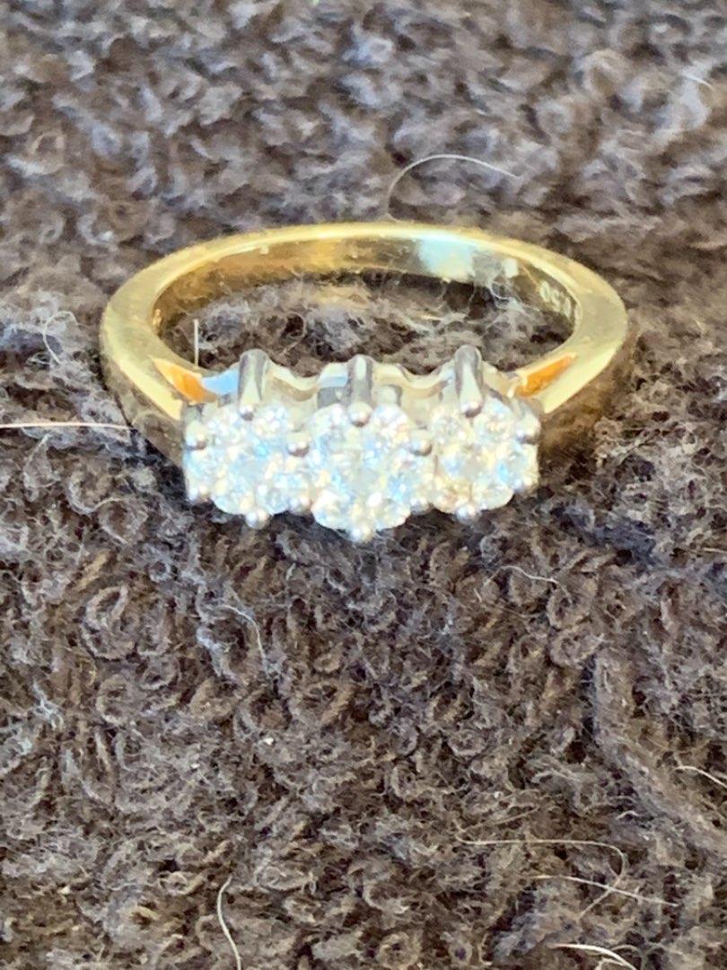 Lot # 127  Stunning 14K Ring 3 Real Diamonds. Size 7. 4.77 Grams.