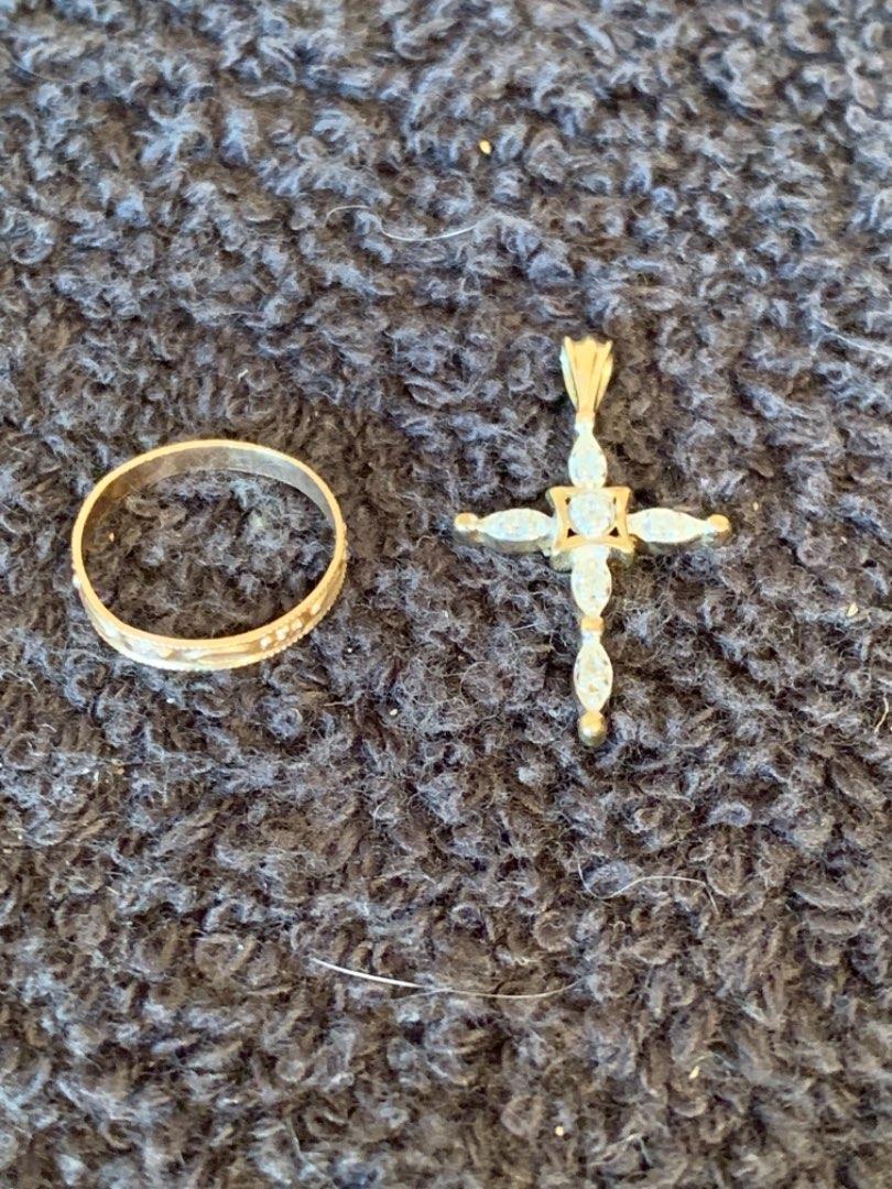Lot # 140 Lot 10K Nice Cross Pendant & Childs Ring Size 1.  1.22 Grams