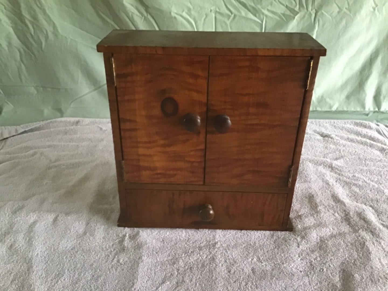 Lot # 147 Small Storage Box w/Drawer - Very Cute, w/Standout Wood Grain