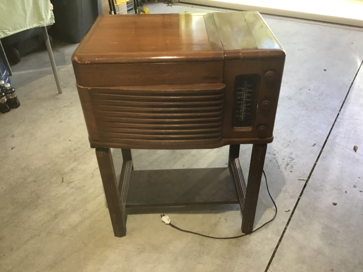 Lot # 177 Awesome Antique (1946) PHILCO TABLE MODEL RADIO-PHONOGRAPH w/Original Table!