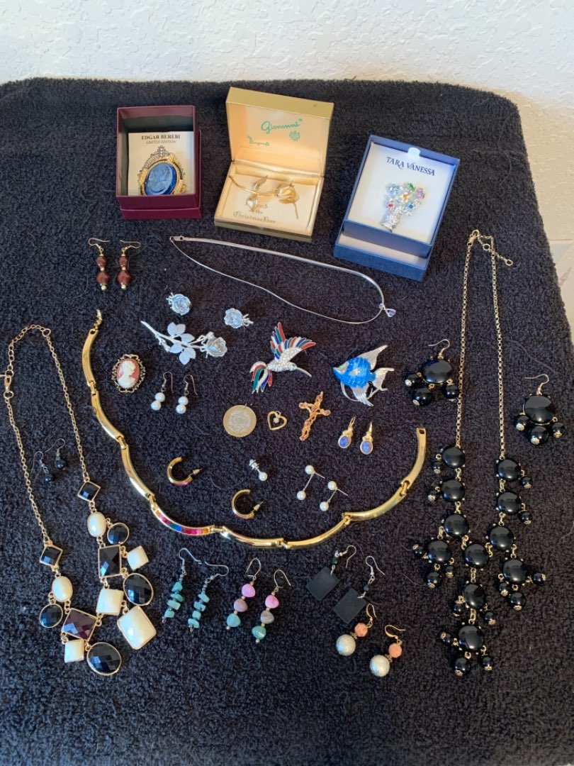 Lot # 180 Beautiful Lot Assorted Vintage & Newer All Wearable Jewelry