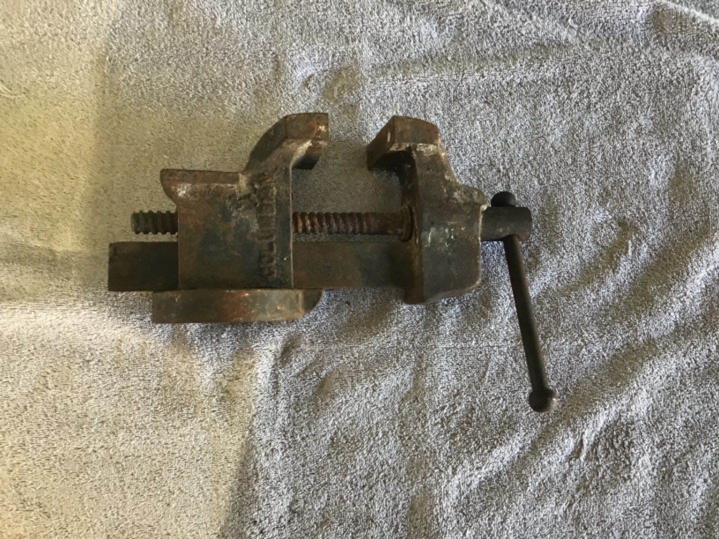 """Lot # 214 Vintage Columbian Bench Vise - Cleveland, OH - 3"""" Jaws - Works Great!"""