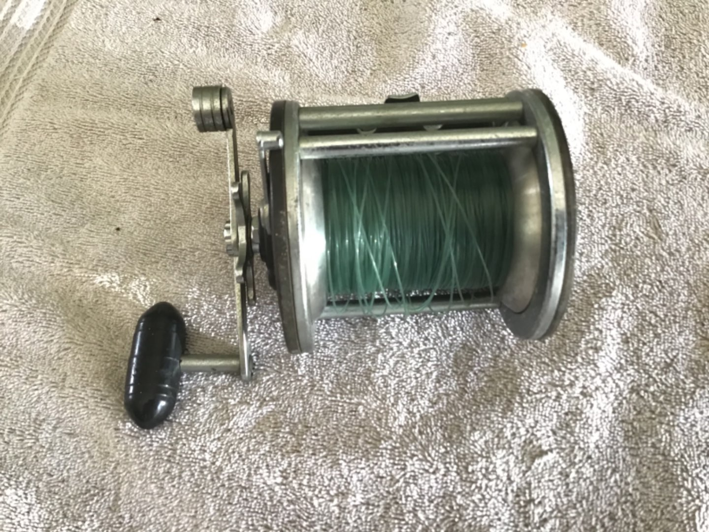 Lot # 254 Awesome PENN LONG-BEACH 68 Reel! With Line - Clean, Works Smoothly!
