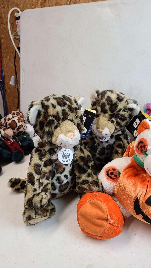 Lot # 98 Lot of 3 Build-A-Bear Wrokshop Bears & 2 WWF Plush Animals