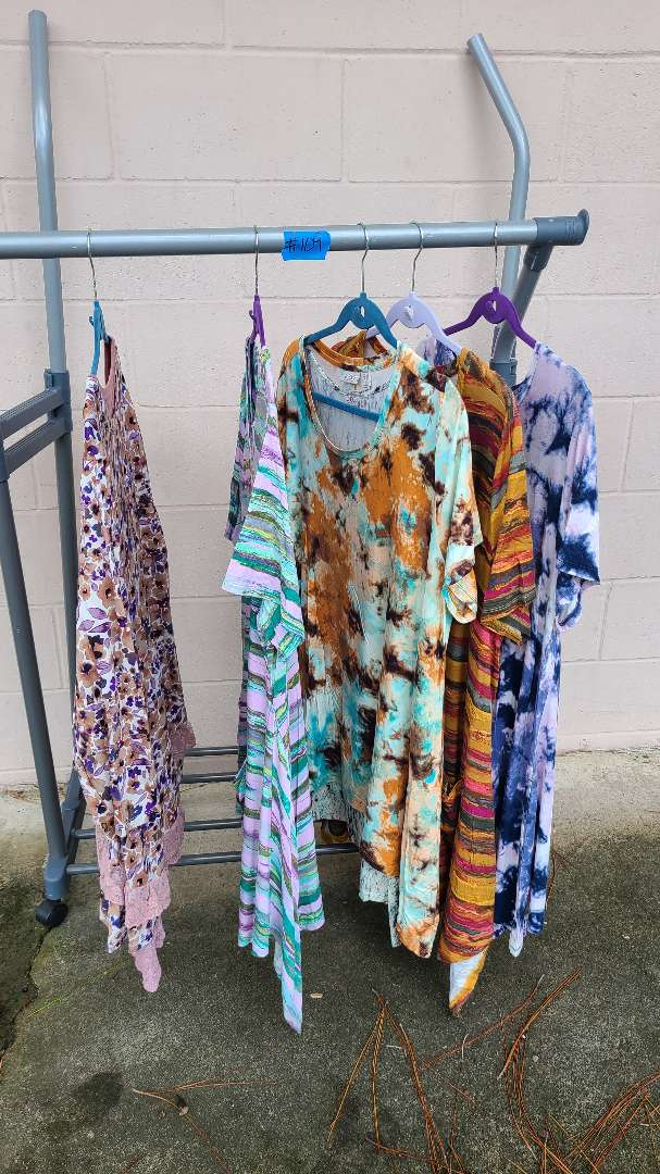 Lot # 109 Lot of Womens Tunic Shirts (Size 2XL)