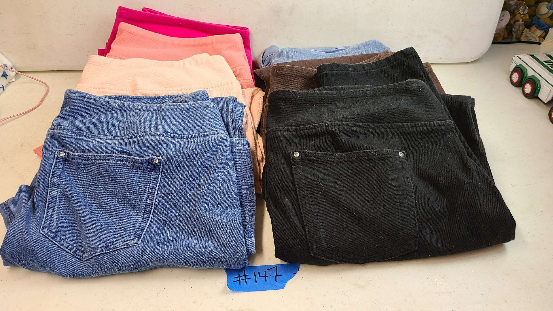 Lot # 147 Lot of Womens Pants (1XL-2XL)