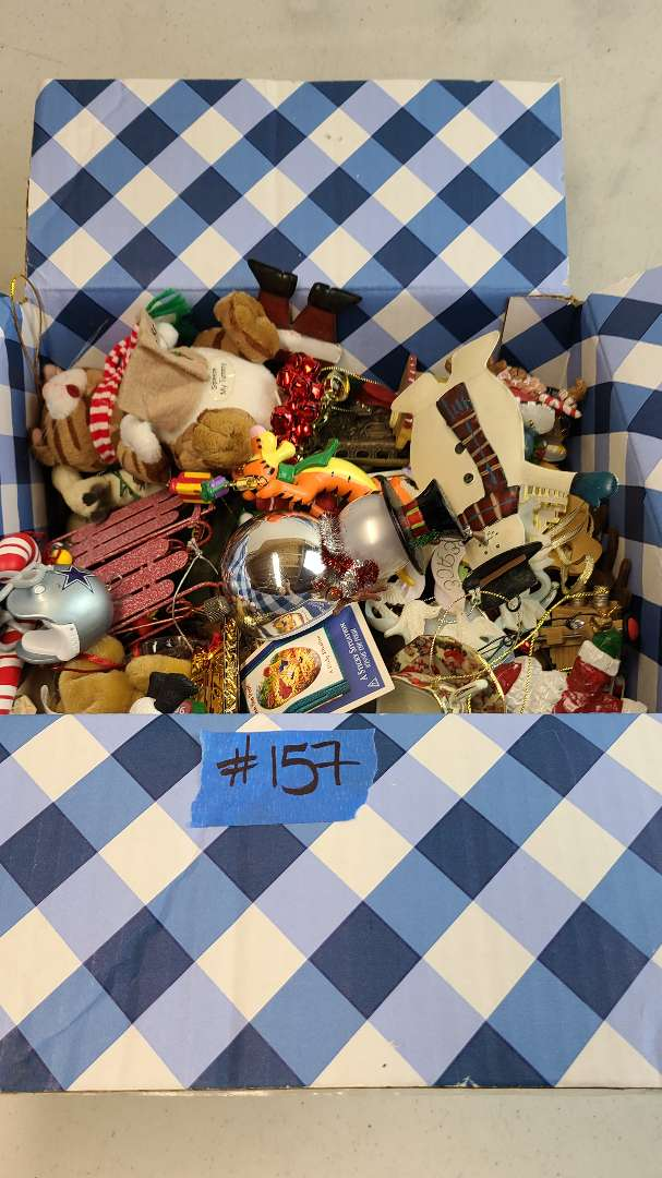 Lot # 157 Box Of Assorted Chritmas Ordaments