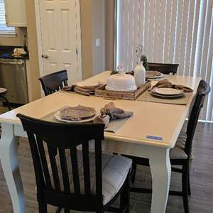 Auction Thumbnail for: Lot # 26 Beautiful White Dining Table W/ 4 Chairs By Bassett Furniture