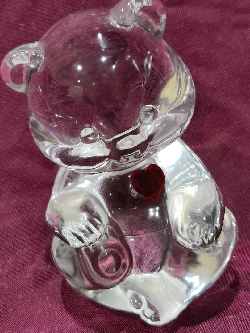 # 22 Fenton art glass clear bear with red heart 3 1/2 in tall