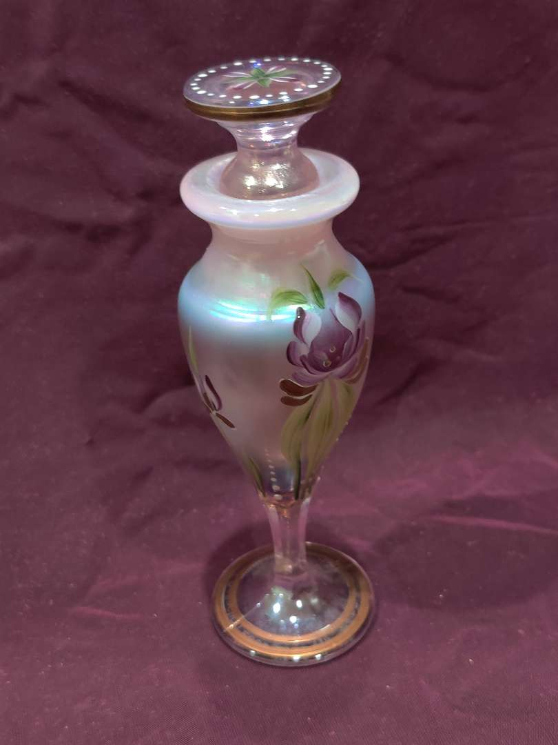 # 40 outstanding Fenton hand-painted perfume bottle signed Lynn Fenton with dabber 6 in tall great condition
