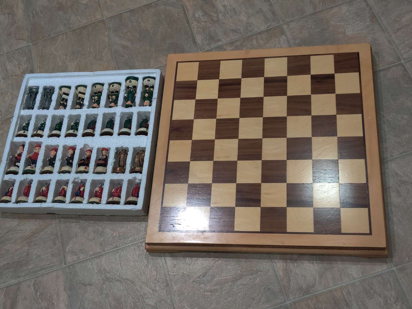 # 76 very collectible golf golfers motif chess set in excellent condition don't think it was ever used board is wood