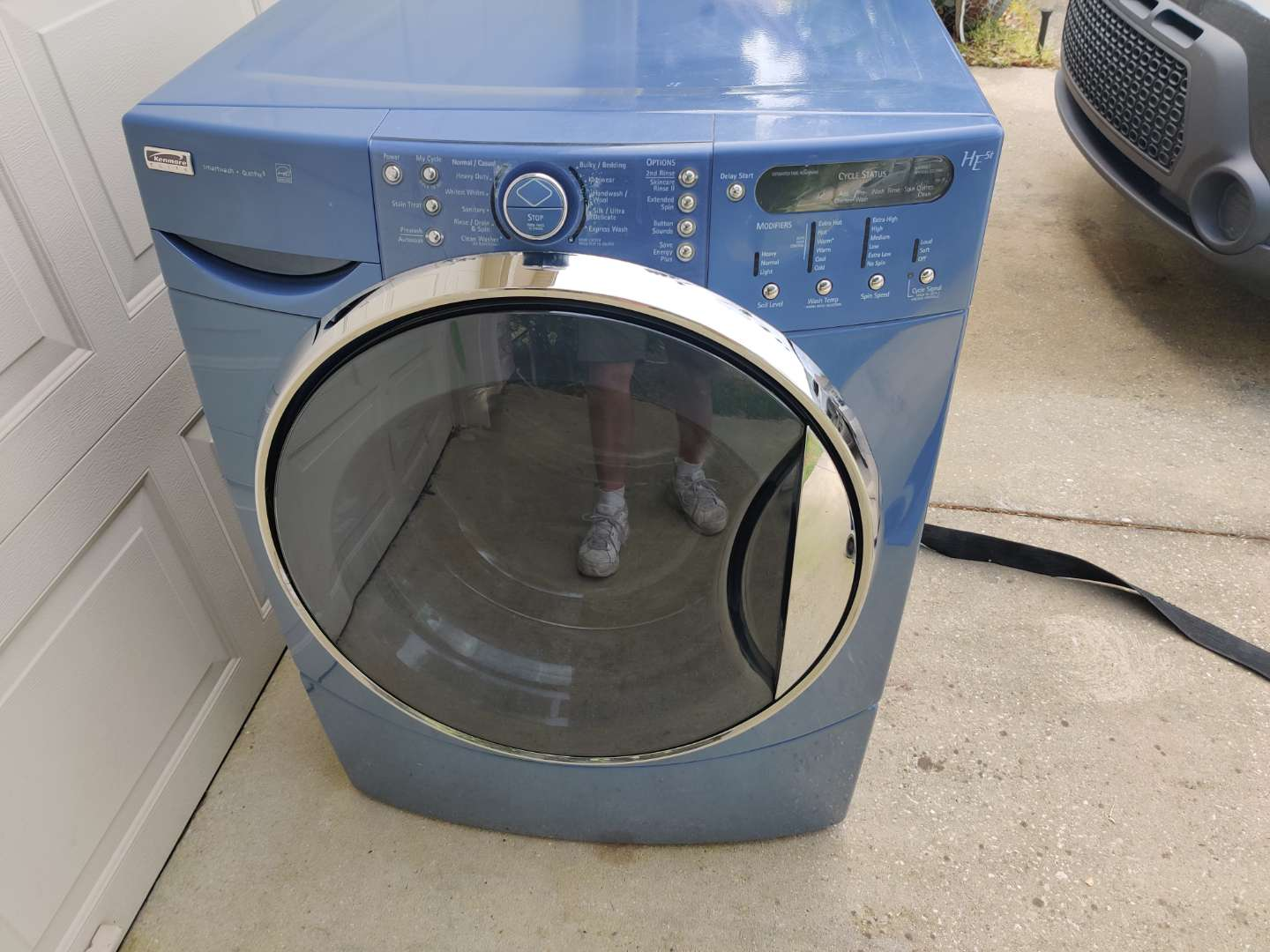 # 83 blue Kenmore elite front load washing machine comes with the stand and the drawer works
