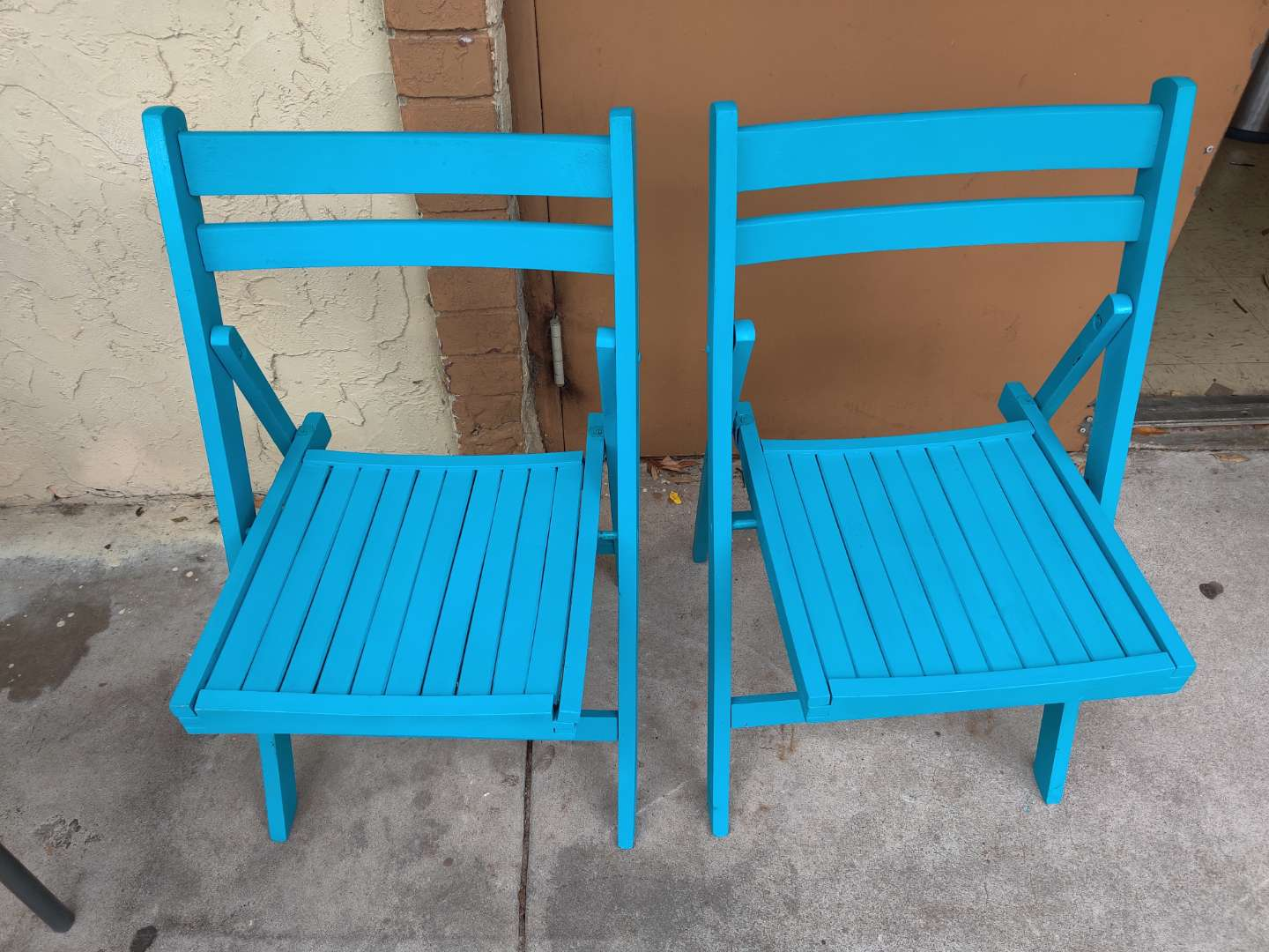 # 172 pair of folding directors style chairs wooden blue