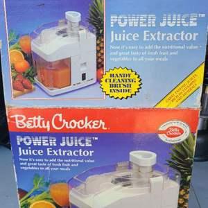 Auction Thumbnail for: Lot # 38 Betty Crocker Power Juicer