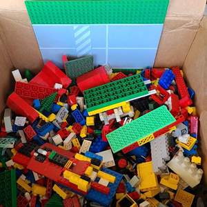 Auction Thumbnail for: Lot # 40 Small Lot of LEGO Bricks, Accessories & Figures