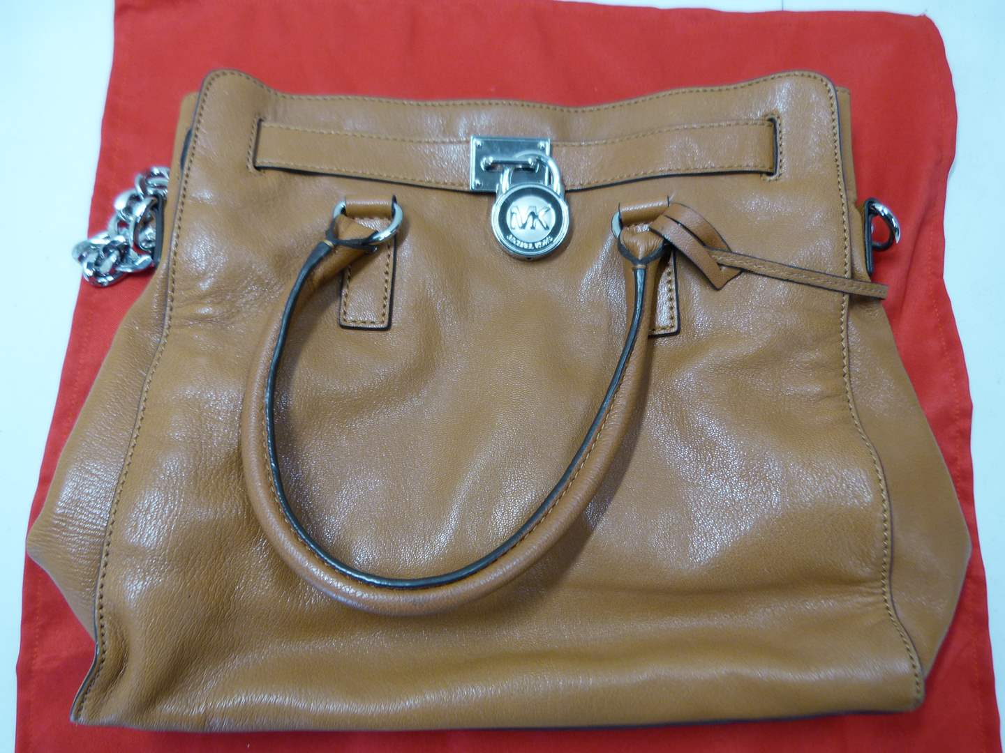 Lot # 208  AUTHENTIC Michael Kors bag n(nice overall condition) (main image)
