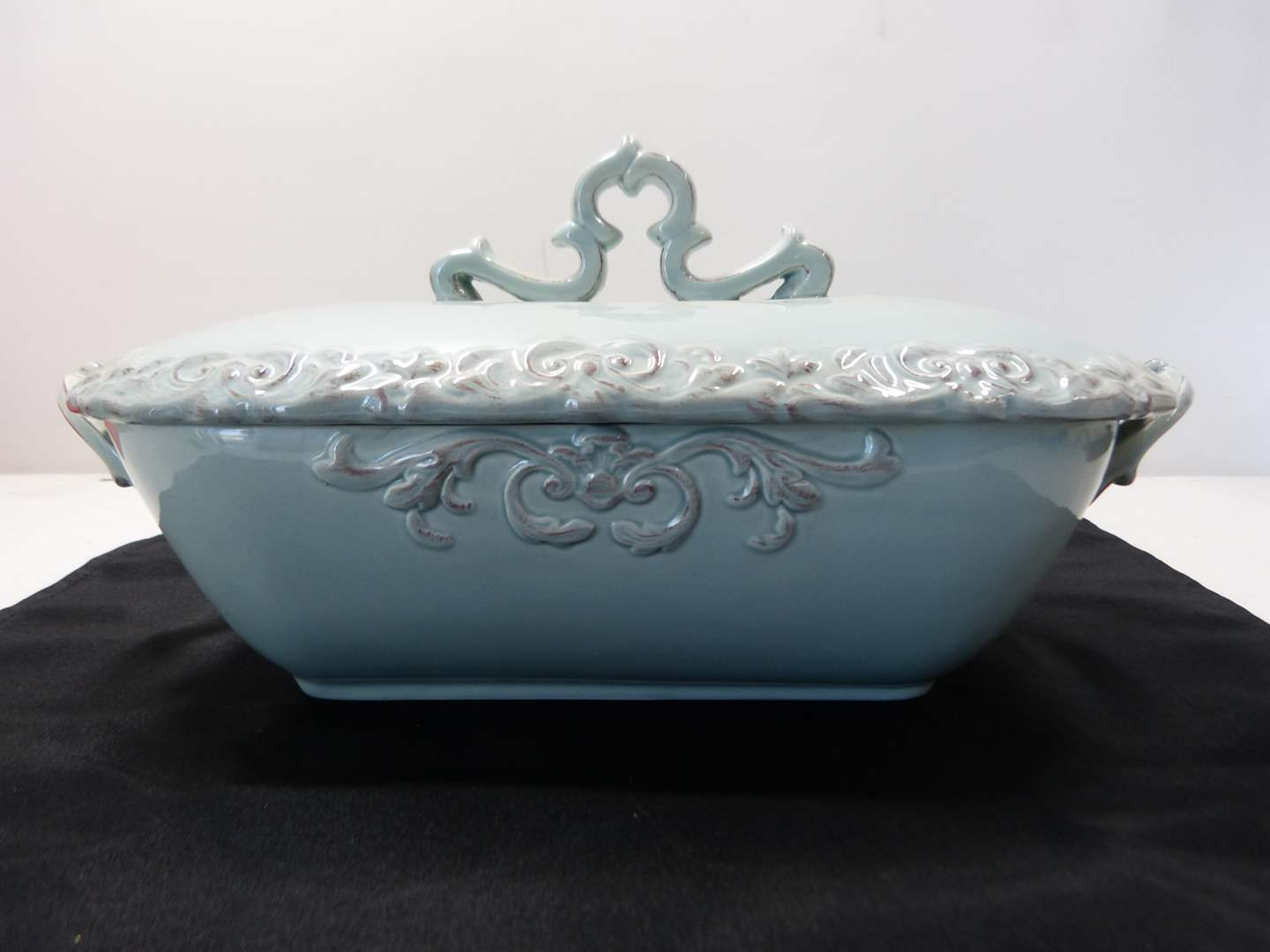 Lot # 225  Nice large light blue covered casserole (perfect condition)