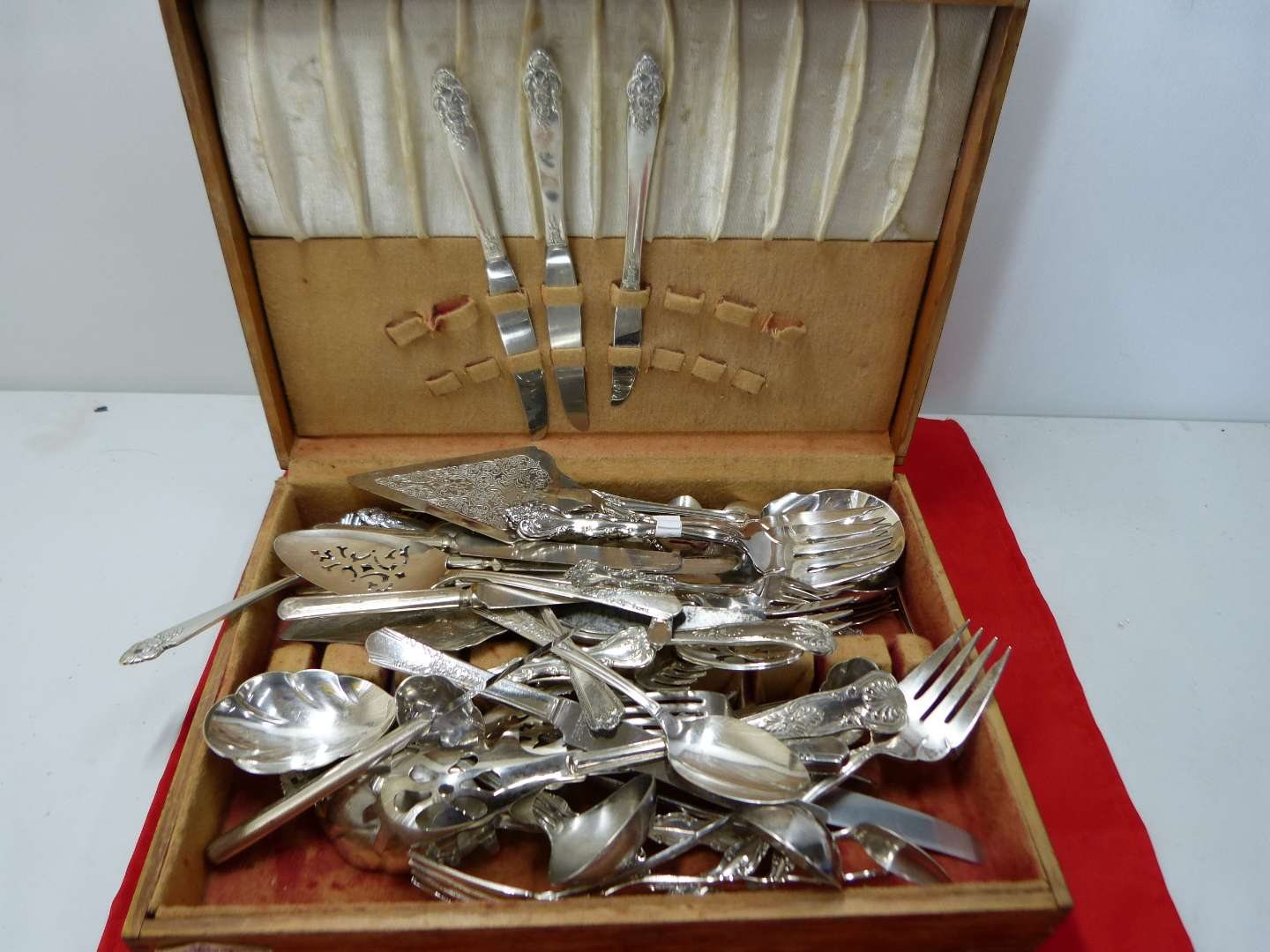 Lot # 160   Large lot of silver plate flatware