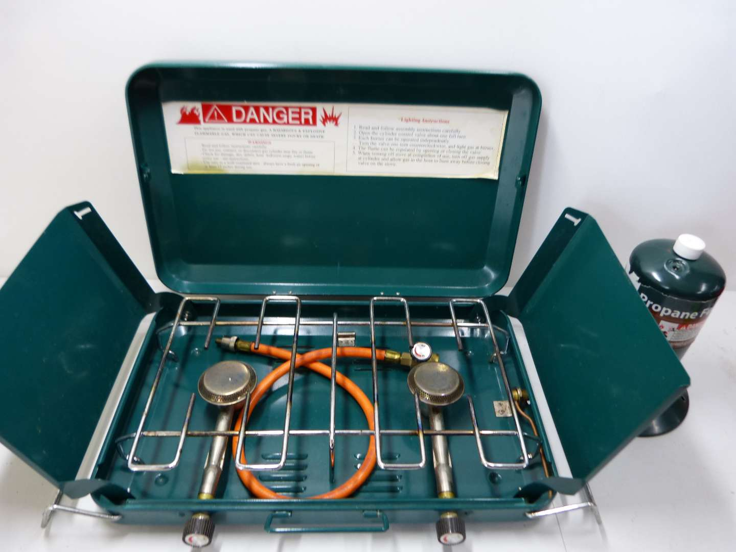 Lot # 178  Fantastic like new Coleman (style) double burner camp stove (the propane is empty it just for looks)