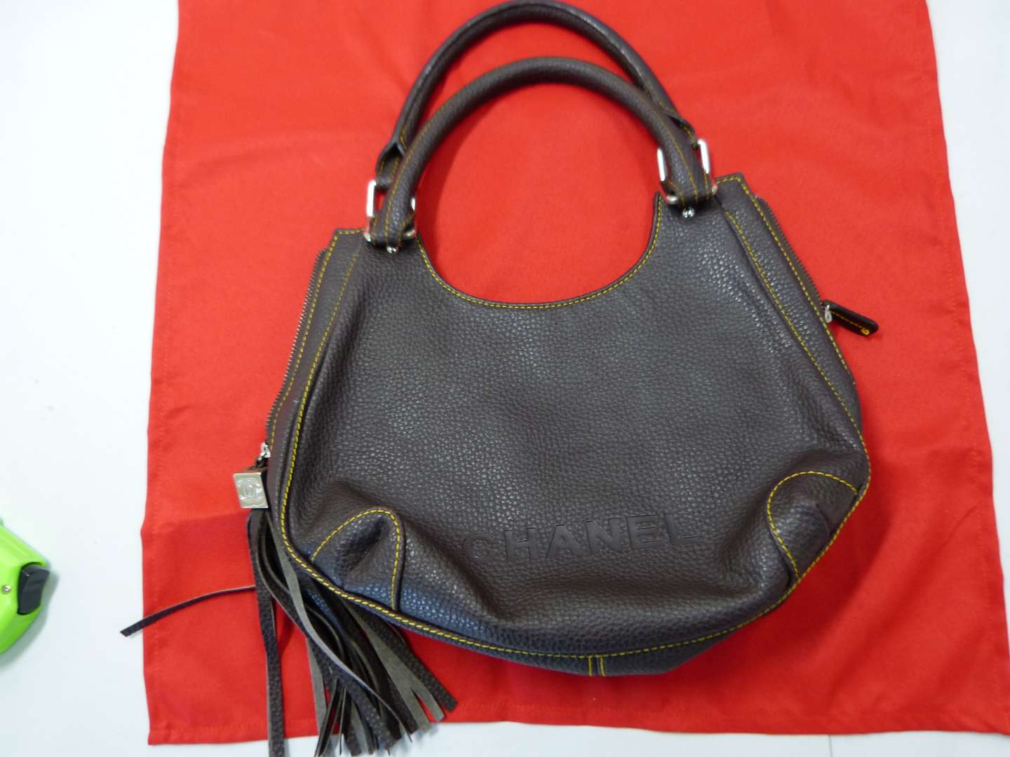 Lot # 206  I have NO CLUE on the bag (looks nice but right now it's just a leather bag BID accordingly)