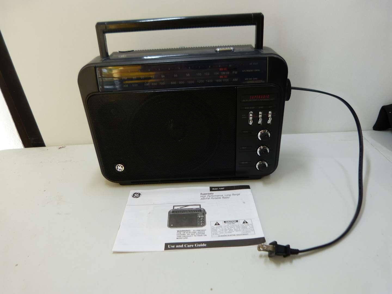 Lot # 219  Emergency portable AC/DC radio