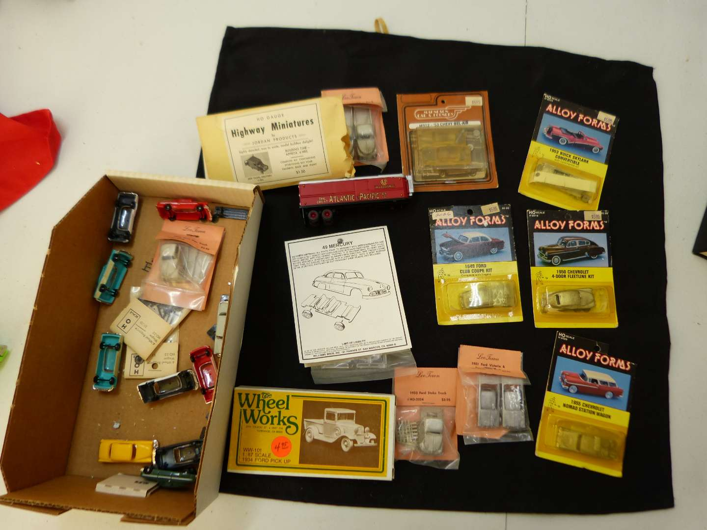 Lot # 262  Large lot of HO Train accessories