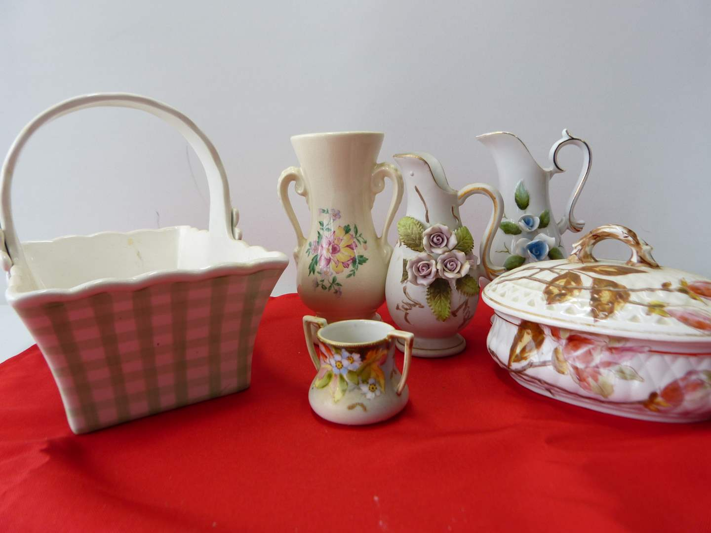 Lot # 55  Nice lot of collectible porcelain (main image)