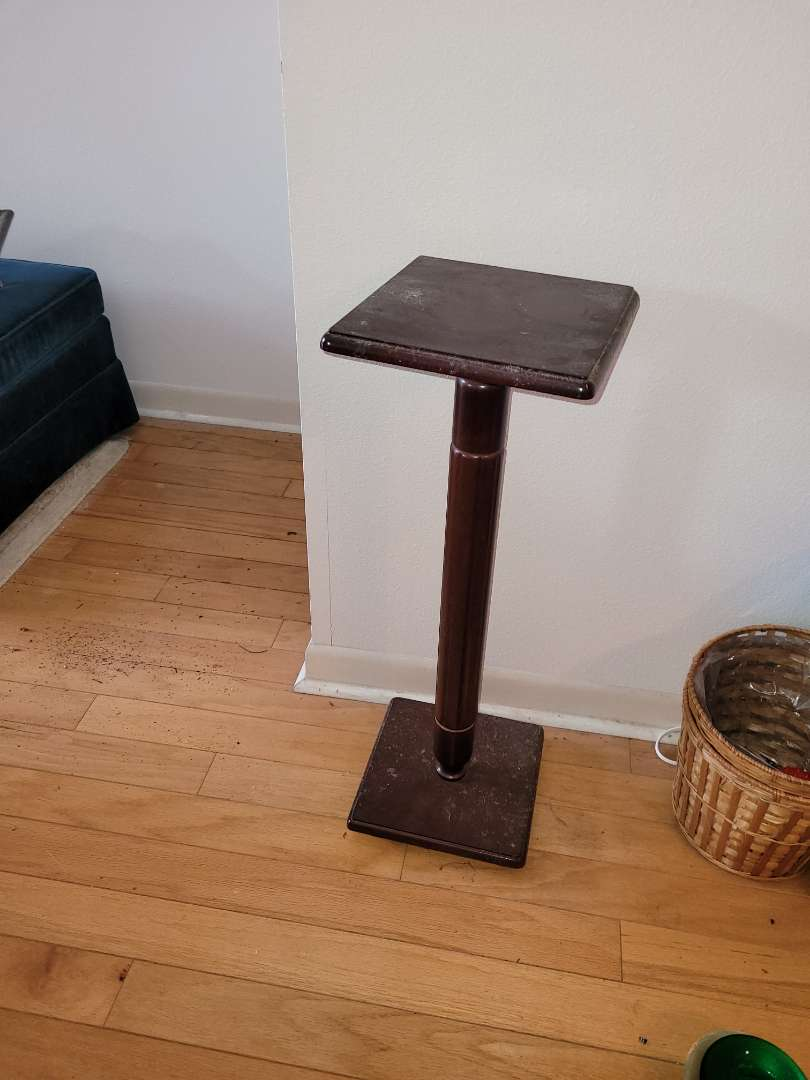 Lot # 31 Pedestal Wood Table