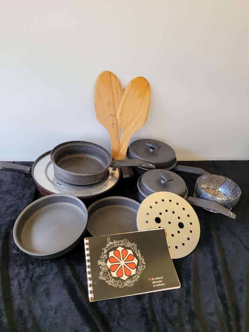 Lot # 51 Minute Maid Pots & Pans w/ Veggie Steamer & Wood Pizza Paddles