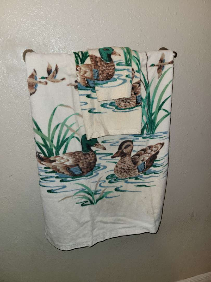 Lot # 78 Fieldcrest Duck Towel Set