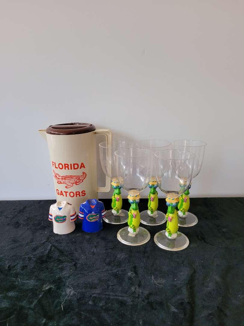 Lot # 80 Gator Memorabilia - Shakers, 5 Glasses & Pitcher