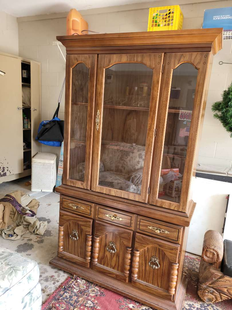 Lot # 105 Broyhill Lighted China Cabinet