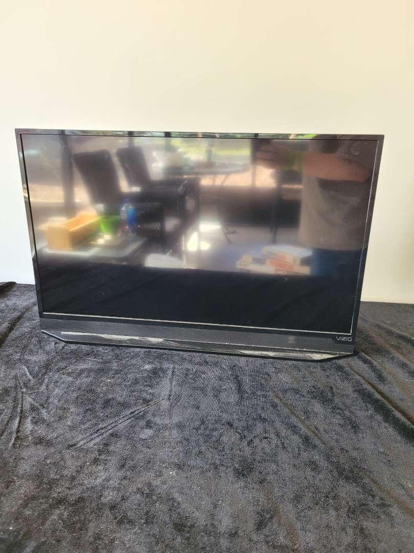 """Lot # 116 Vizio 27"""" HDTV Model E280-a1"""