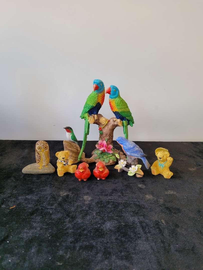 Lot # 145 Bird Home Decor
