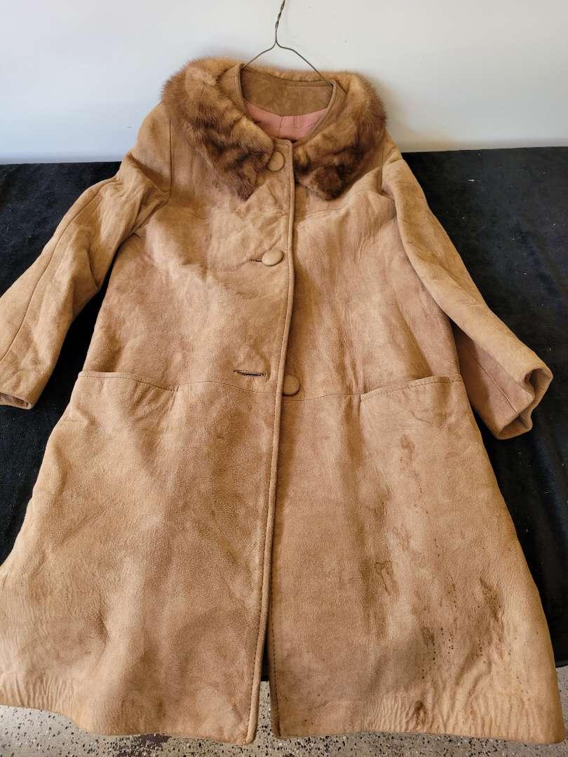 Lot # 155 Vintage Suade Jacket w/ Fur Collar
