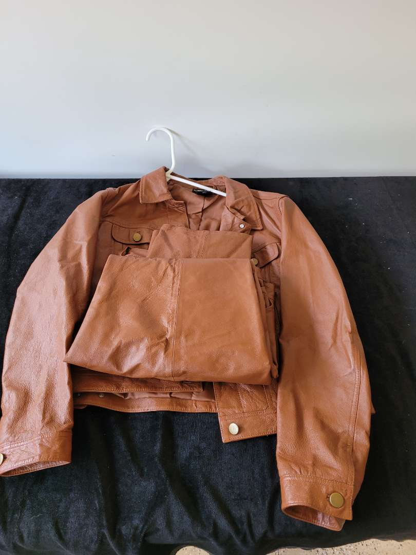 Lot # 157 Real 100% Leather Pants w/ Jacket - Size 6 Woman's
