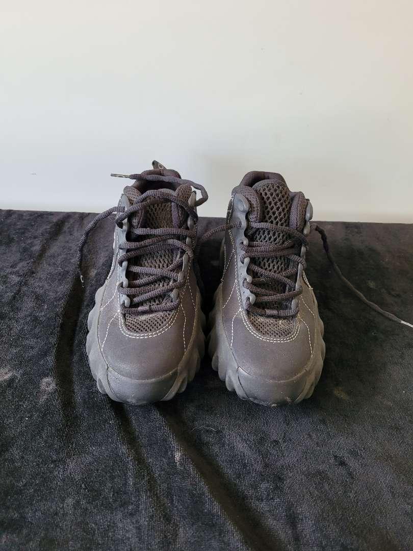 Lot # 166 Womans Oakley Sneakers - Size 6.5