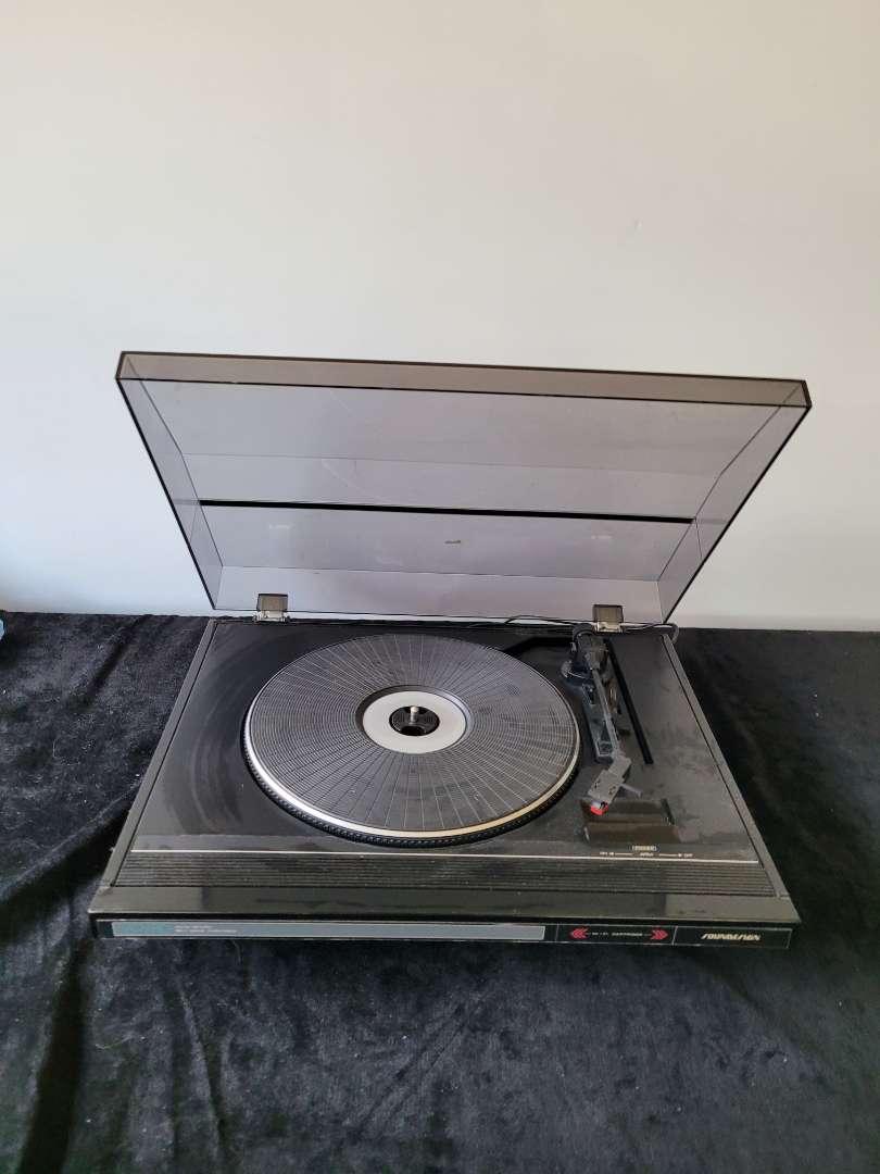 Lot # 170 Sound Design Record Player