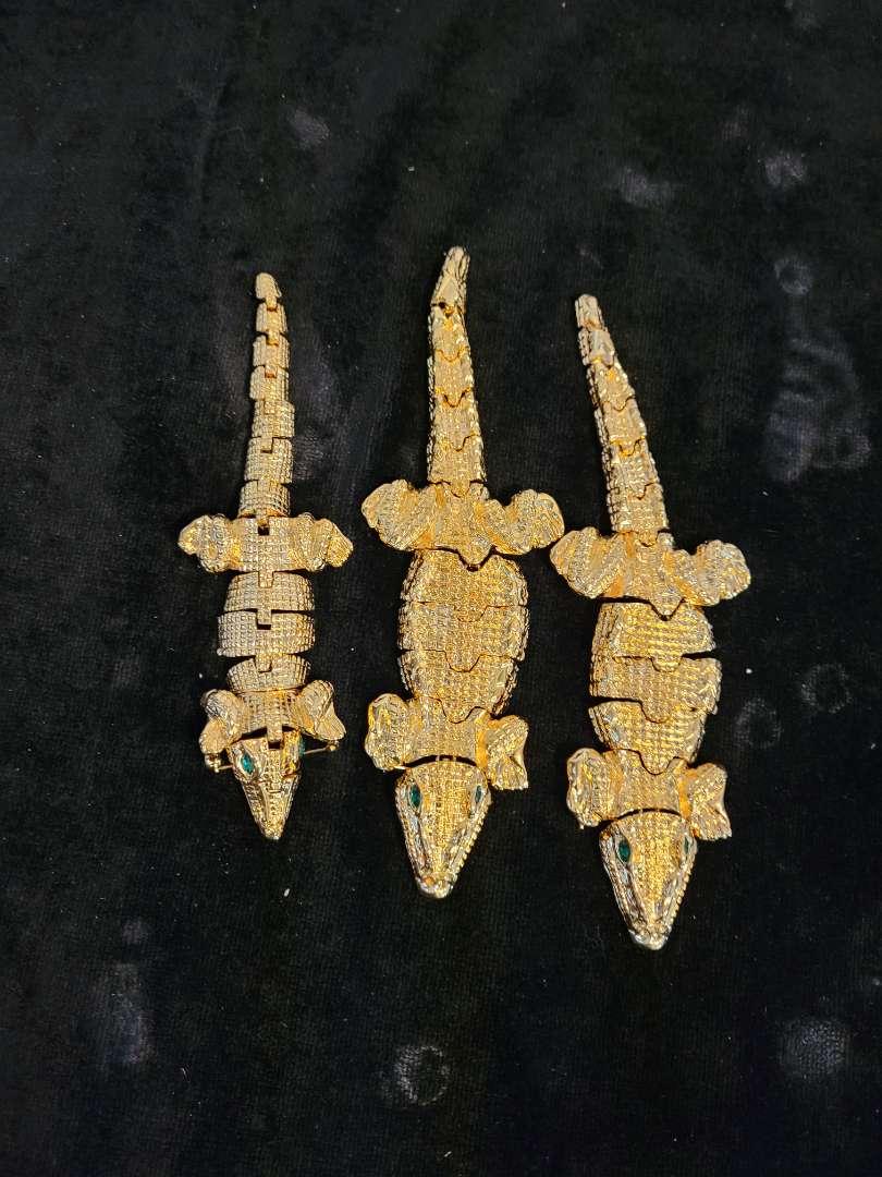 Lot # 201 (3) Large Articulating Gator Pins