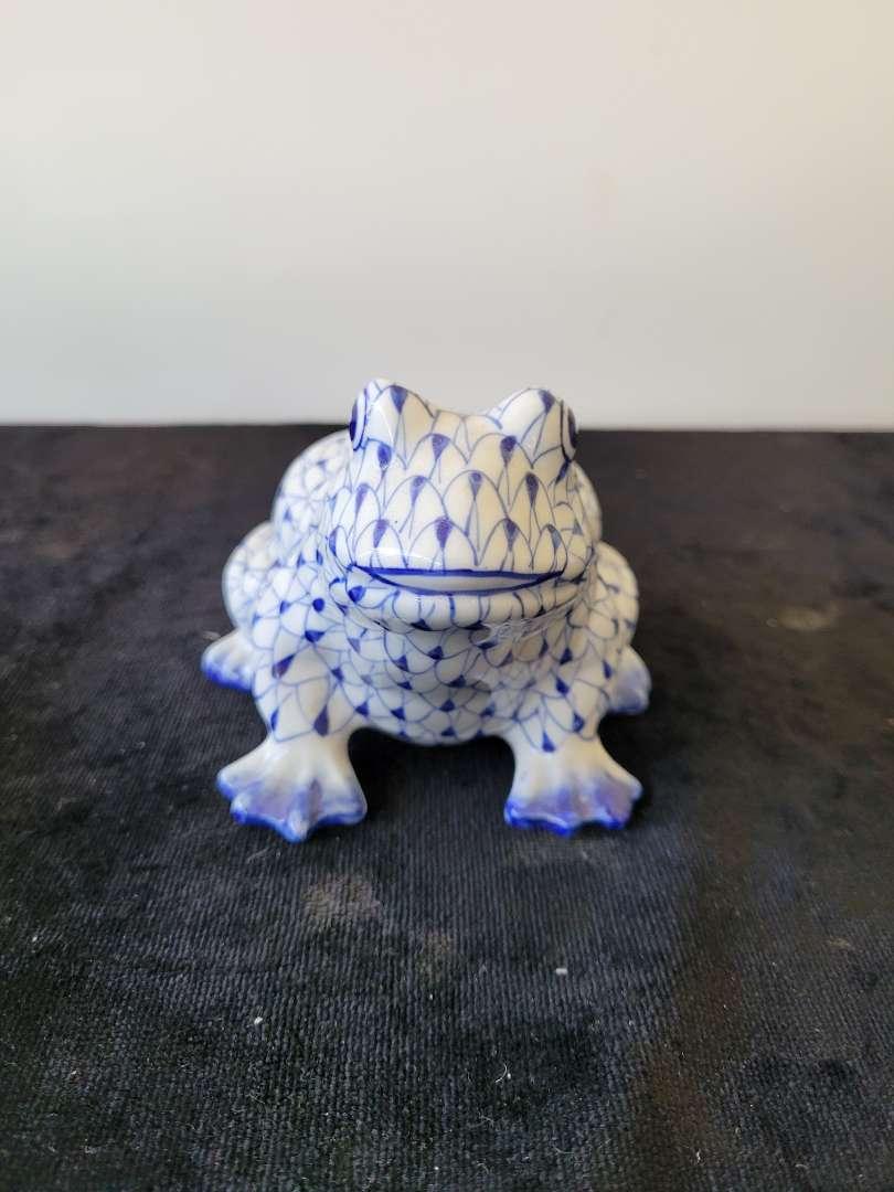 Lot # 207 Andrea By Sadek Blue Fisnet Ceramic Pottery Frog